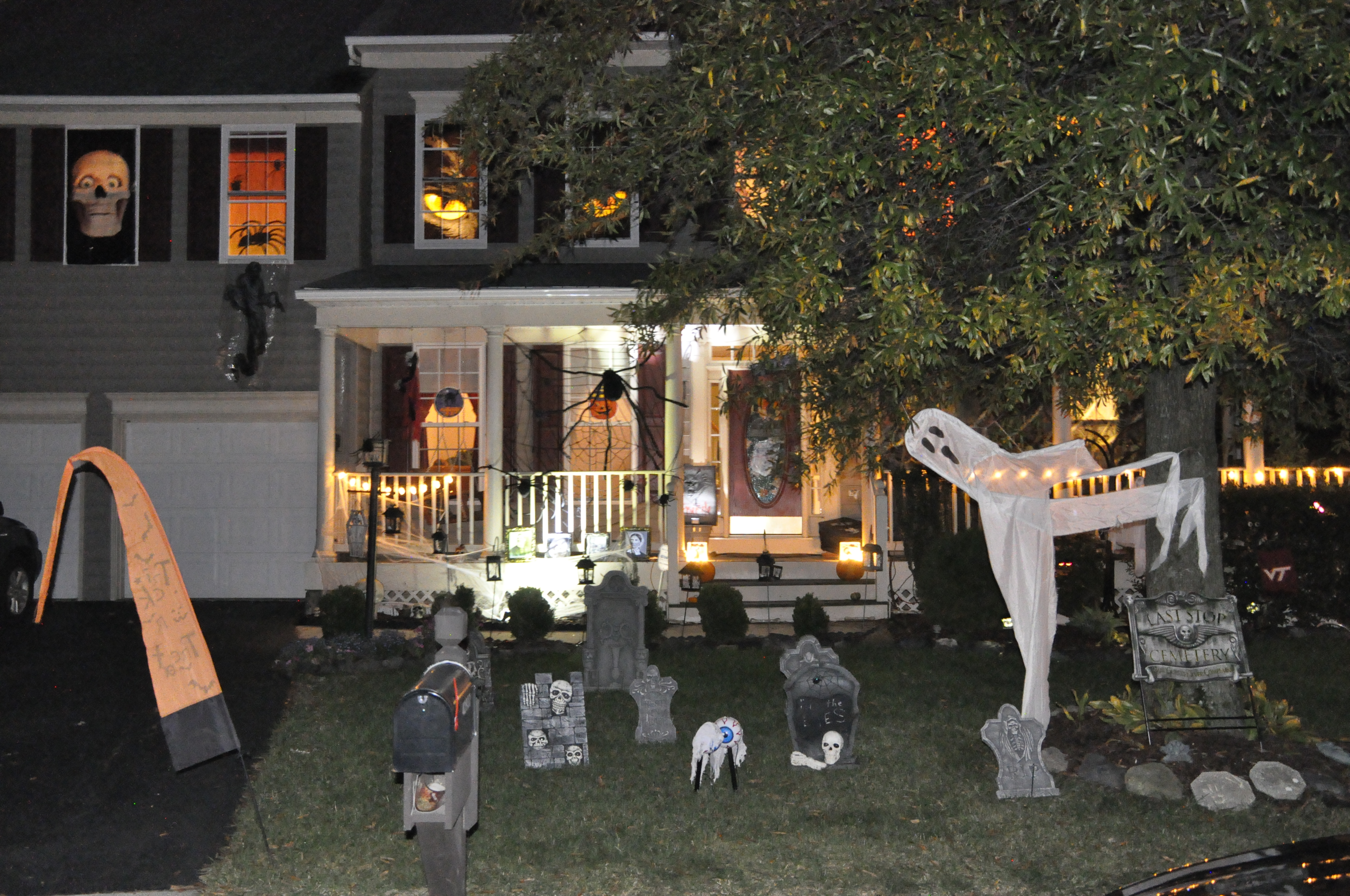 2015 halloween decorating contest 075 - Halloween Decorating Contest